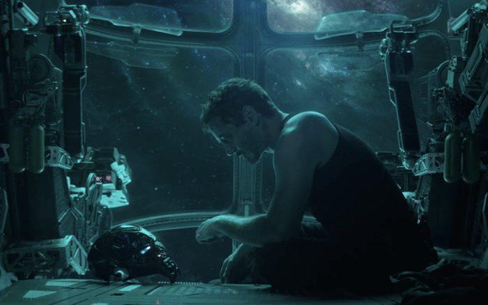 Tony Stark mắc kẹt tại hành tinh Titan mà không có ai hay biết.