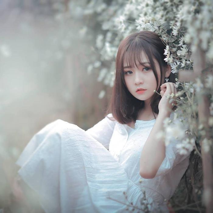 Nhan sắc mơ mộng, nhẹ nhàng của Hoài Linh