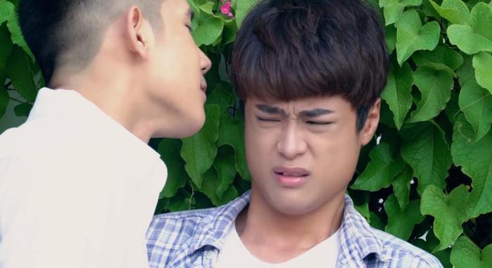 'Hoán đổi thanh xuân' tập 5: Hotboy Xuân Hùng bị mùi hương của 'gà con' Kang Phạm làm cho mê mẩn