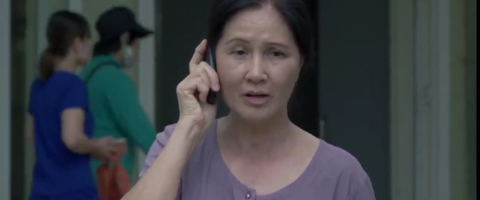 Hình ảnh người mẹ đau ốm của Mai ở quê