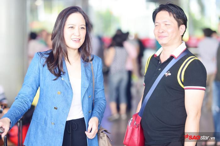 Chủ tịch MIQ xuất hiện với trang phục thanh lịch, đơn giản.