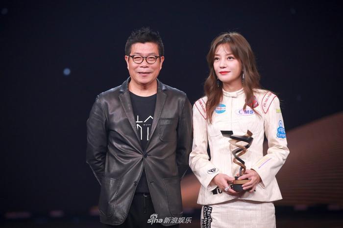 Triệu Vy đạt giải diễn viên có sức ảnh hưởng với thời đại Weibo.