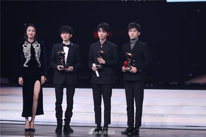 TFBOYS nhận giải nhóm nhạc có sức ảnh hưởng nhất của năm Weibo.