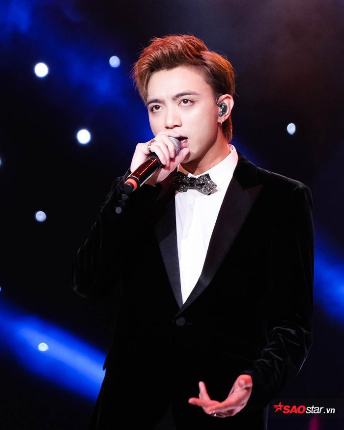 Làn sóng xanh 2018: Noo Phước Thịnh 'thăng hoa' cùng bản ballad được yêu thích nhất năm trên radio