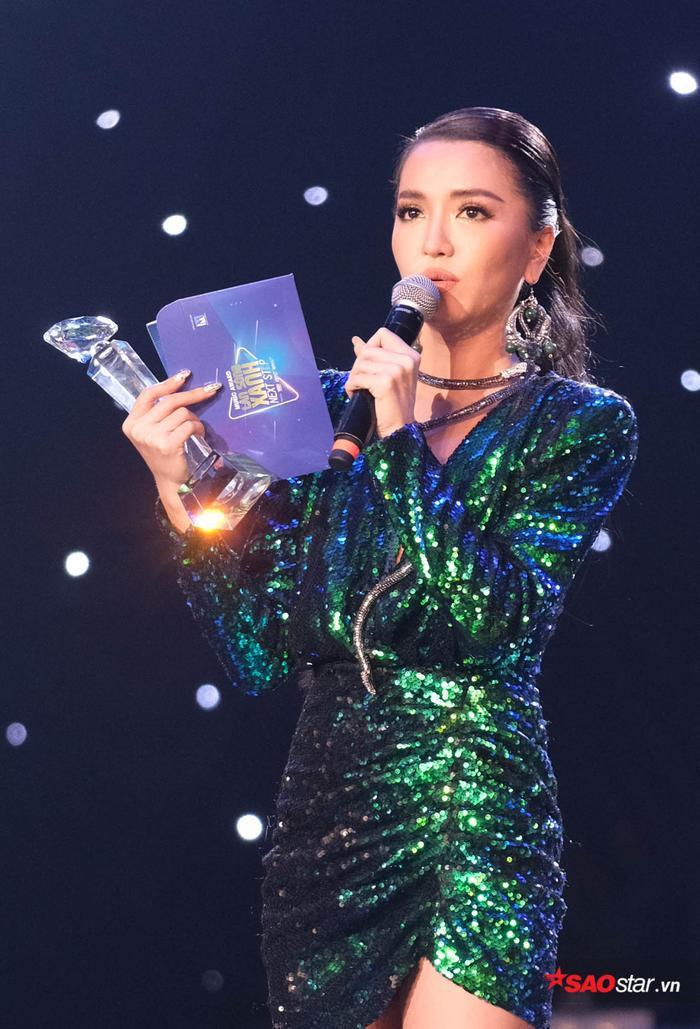 Bích Phương tại lễtrao giảiLàn sóng xanh - Next Step 2018.
