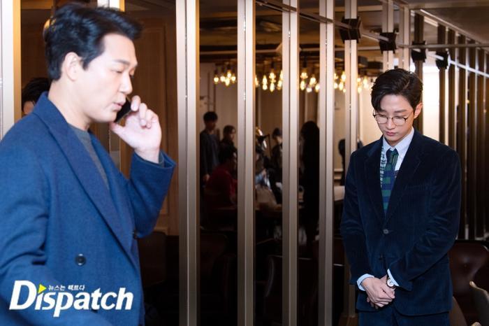 Thái độ lịch sự, thiết nghĩ cậu ấy đóng vai vệ sĩ hay trợ lý của Park Sung Woong.