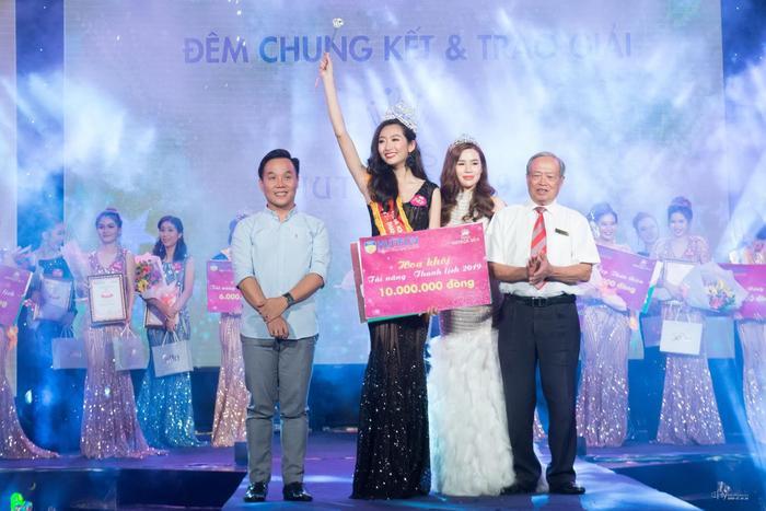 Vượt qua hàng trăm thí sinh, Thanh Khoa xuất sắc trở thành Hoa khôi ĐH Hutech 2019.