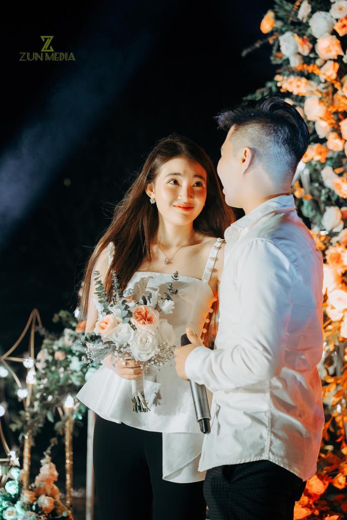 Cô dâu được nhiều người khen ngợi trước nhan sắc trong sáng