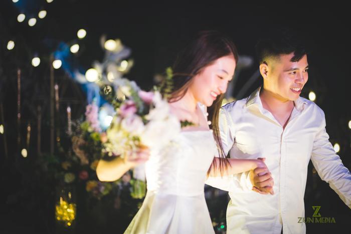 Cặp đôi nhận được lời chúc phúc từ nhiều người