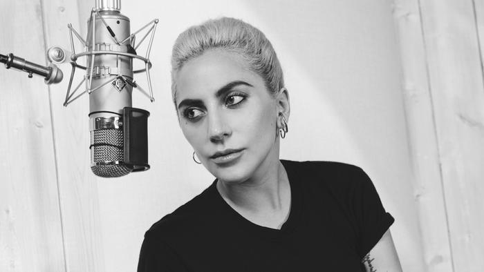 Dù có bận rộn với phim ảnh thì cũng đừng quên ra album mới Lady Gaga nhé!