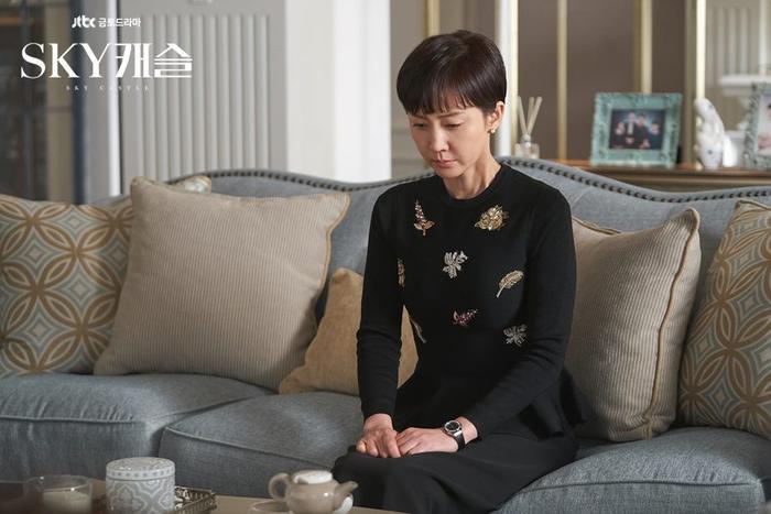 Nhiều khán giả 'choáng váng' khi phát hiện nữ diễn viên này của 'SKY Castle' là cựu Á hậu của Hàn Quốc