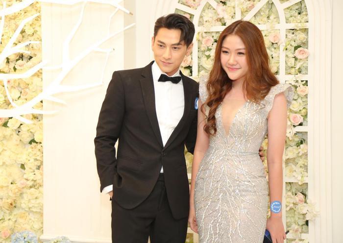 Cô em gái út của Trấn Thành xinh đẹp trong đám cưới của chị gái khi chụp ảnh cùng Isaac