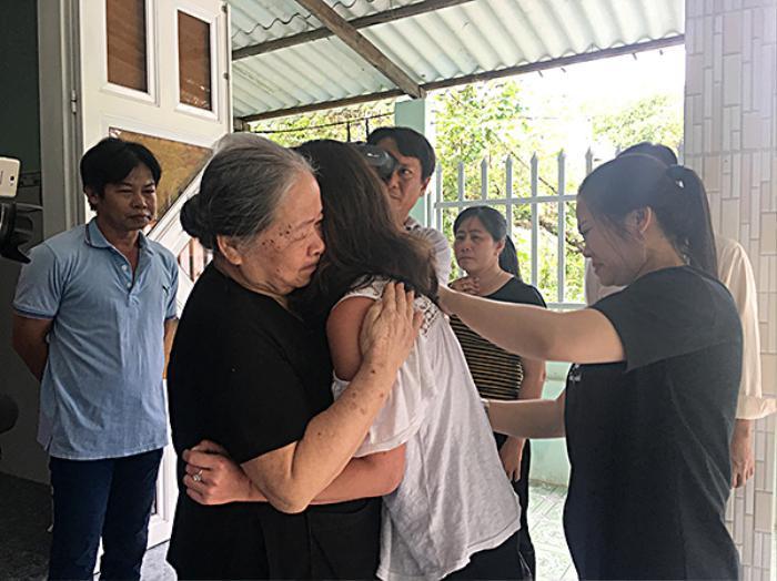 Cuộc gặp gỡ xúc động của cô gái lai Pháp - Việt sau 2 ngày đăng tin tìm cha