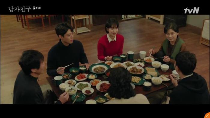 Soo Hyun có bữa ăn vui vẻ cùng gia đình Jin Hyuk.