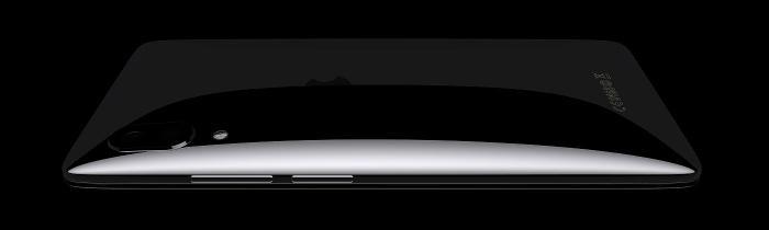 Theo như bản dựng của Hasan Kaymak, Xslide là một phiên bản iPhone được bo tròn khá mạnh nhằm mang đến cảm giác cầm nắm thoải mái hơn.