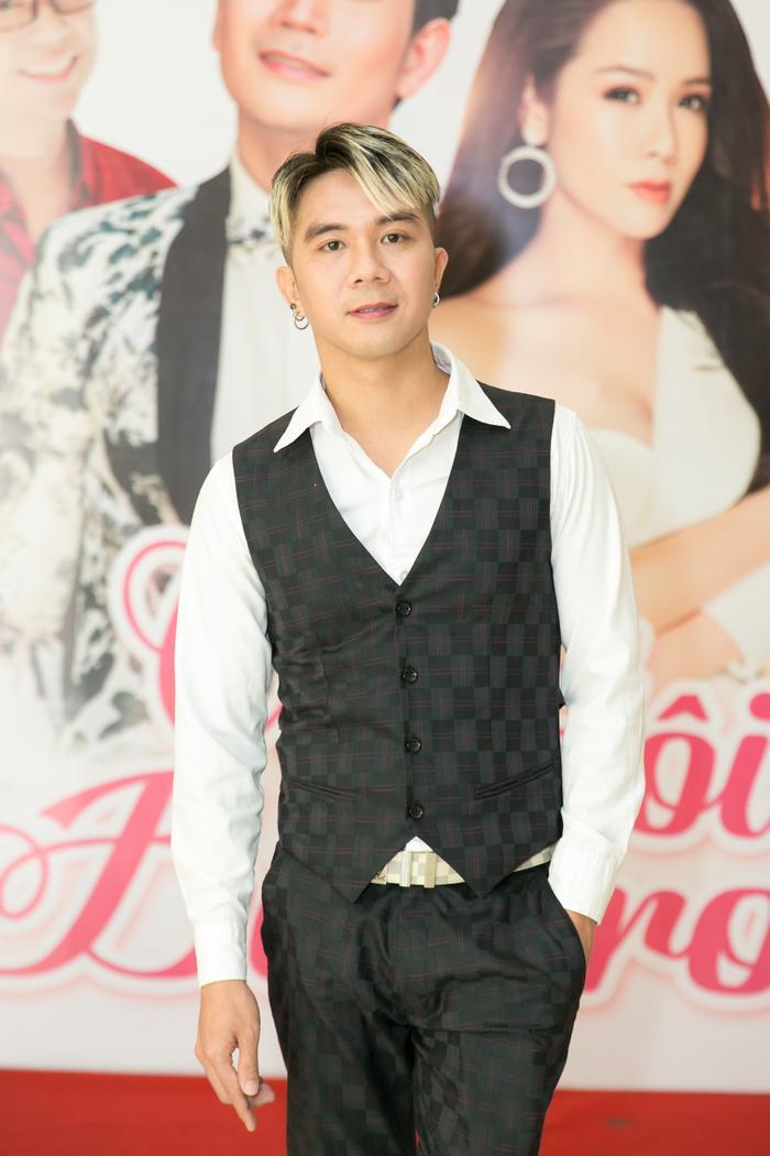 Khánh Đơn tại buổi họp báo ra mắt dự án Cặp đôi Bolero.