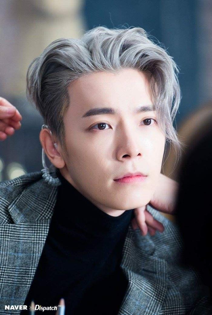 Donghae sở hữu tấm bằng Thạc sĩ của trường Đại học Chungwoon, khoa Phát thanh Âm nhạc.