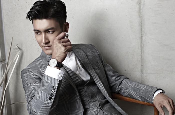 Siwon tốt nghiệp Thạc sĩ chuyên ngành Quản lý Văn hóa của Đại học Inha.