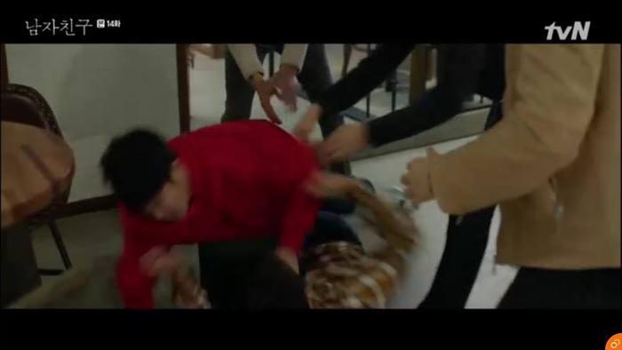Em trai Jin Hyuk đánh nhau vì tình yêu của cô.