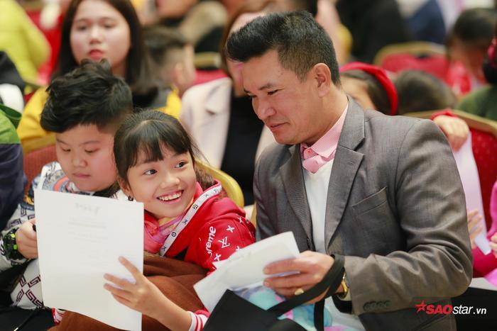 Đông đảo phụ huynh đưa con đến tham dự vòng casting đầu tiên tại Hà Nội.