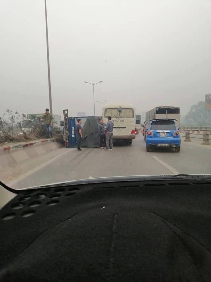 Tai nạn khiến giao thông ùn tắc