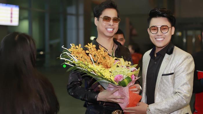 Duy Cường đón cha nuôi ghé thăm quê và lần đầu tham gia liveshow tại Nghệ An.