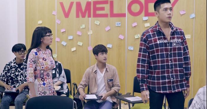 Tập 7 'Hoán đổi thanh xuân': Vừa làm lành với bạn gái, Xuân Hùng đã quay sang cướp nụ hôn đầu của bạn trai Kang Phạm