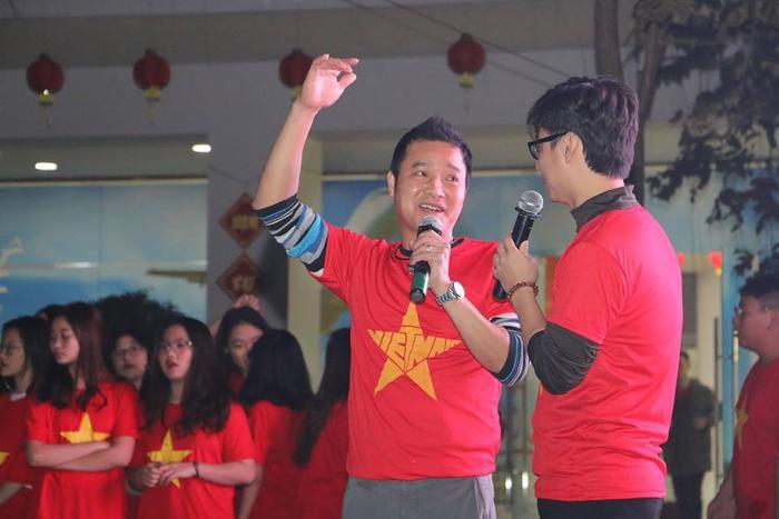 Đại diện thế hệ vàng của bóng đá Việt hào hứng chia sẻ, giao lưu cùng thầy và trò trường FPT