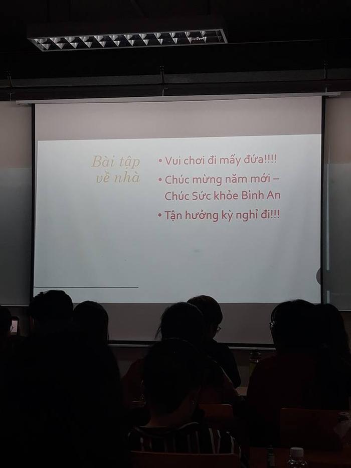 Bài tập về nhà dịp Tết quá đặc biệt khiến hàng trieuj sinh viên ước ao..