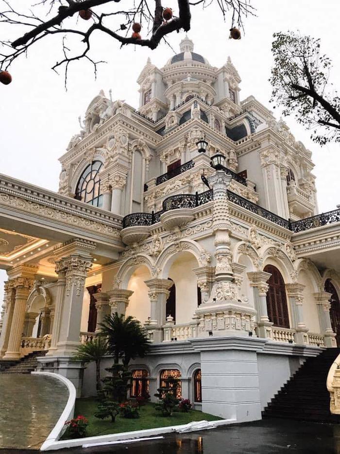 Tòa lâu đài 7 tầng của vợ chồng ông Dĩnh bà Dung
