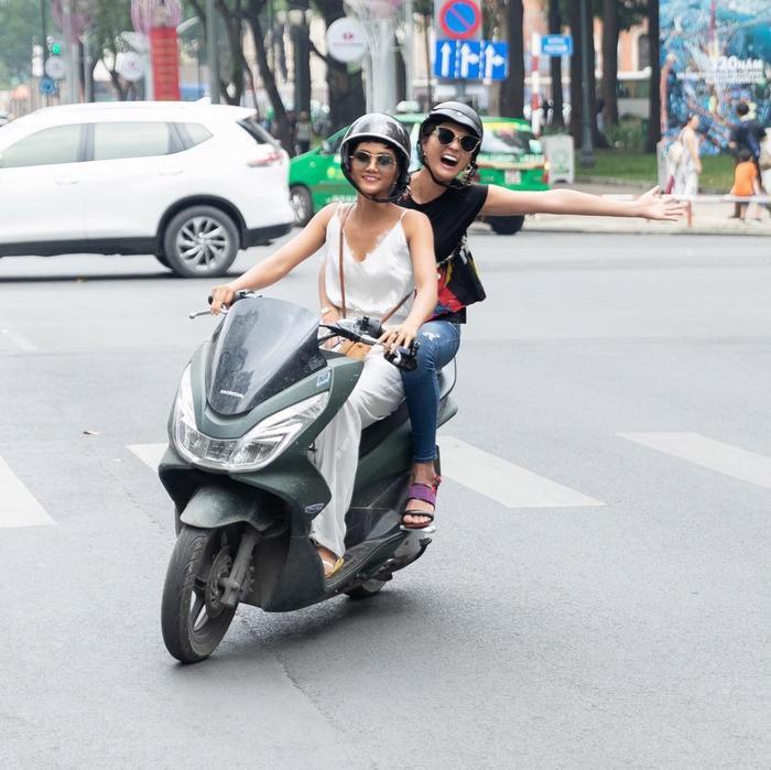 Hé lộ món quà khủng đầy nam tính mà Hoa hậu đẹp nhất HHen Niê tự thưởng sau 1 năm đại thắng ảnh 4
