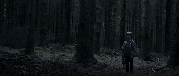 Chris trở về sau khi bị lạc trong rừng.