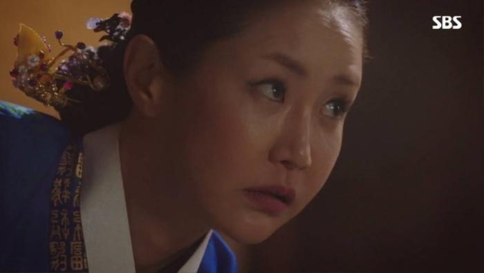 Nghiệt ngã khi 'SKY Castle', 'Hoàng hậu cuối cùng' nổi như cồn và dính phải scandal vào những tập cuối