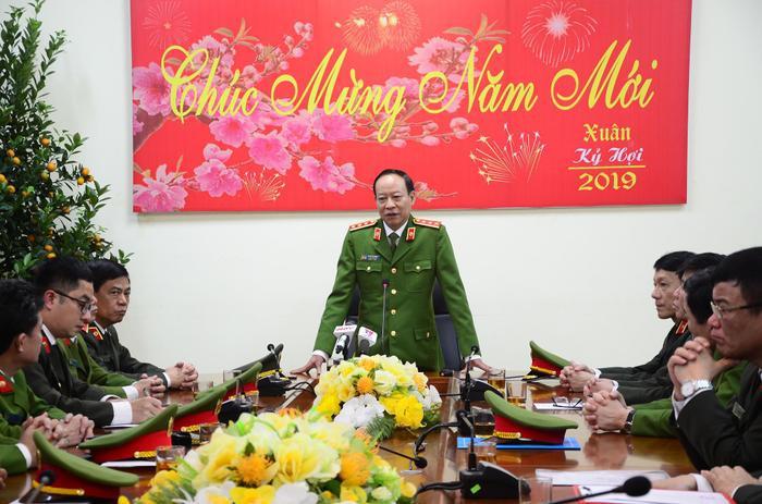 Thượng tướng Lê Quý Vương, Thứ trưởng Bộ Công an đến khen thưởng, biểu dương các đơn vị tham gia phá án.