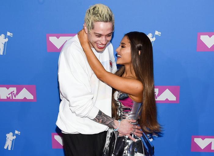 Break Up With Your Girlfriend, I'm Bored có khả năng cao là ca khúc mà Ariana viết riêng cho Pete Davidson.