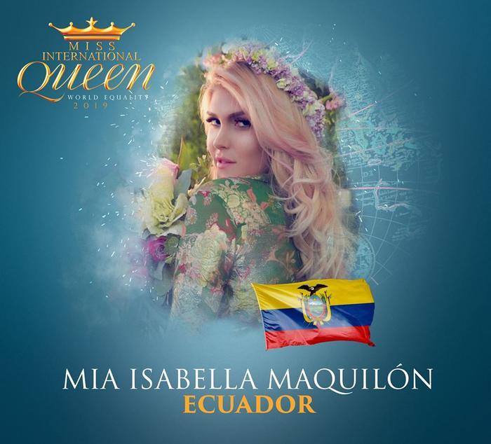 Mia Isabella Maquilón đến từ Ecuador, năm nay vừa tròn 26 tuổi. Cô bắt đầu chuyển đổi giới tính từ năm 18 tuổi. Người đẹp gây ấn tượng với suối tóc vàng óng ả.