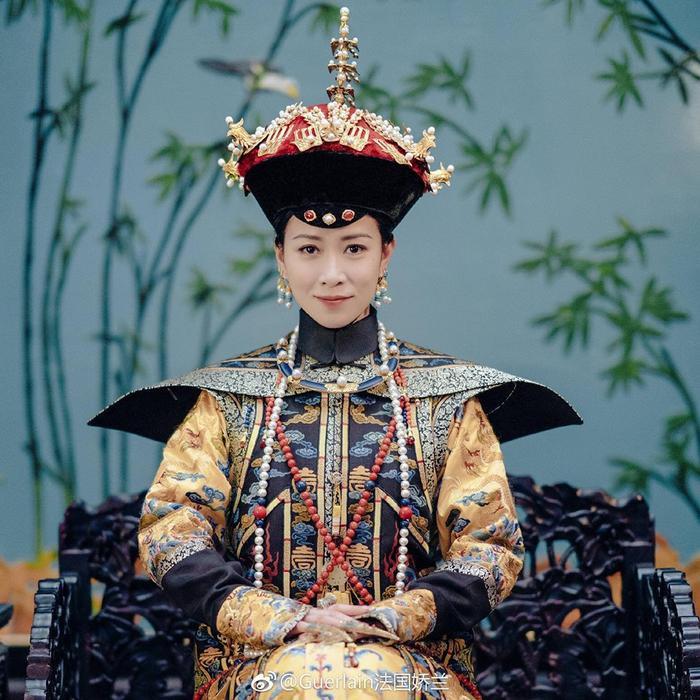 Fan thích thú khi National Costume 20 năm trước của Miss International Hong Kong khá giống trang phục trong phim Diên Hy công lược.