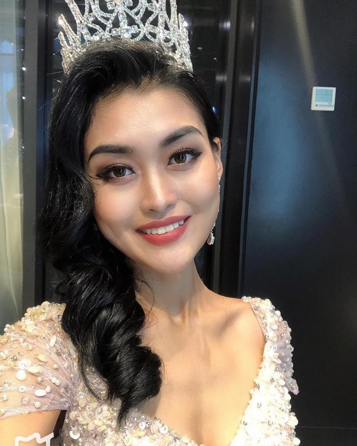 Điều này hoàn toàn trái ngược với Á hậu - Hoa hậu Hoàn vũ Việt Nam 2018Hoàng Thùy khi tên cô được công chúng đánh giá cao.
