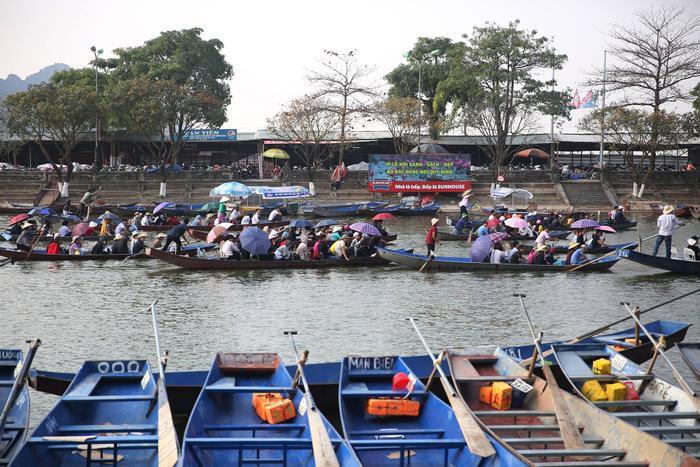 Đến sáng nay, ngày mùng 10/2, tức mùng 6 Tết chùa Hương chính thức khai hội.