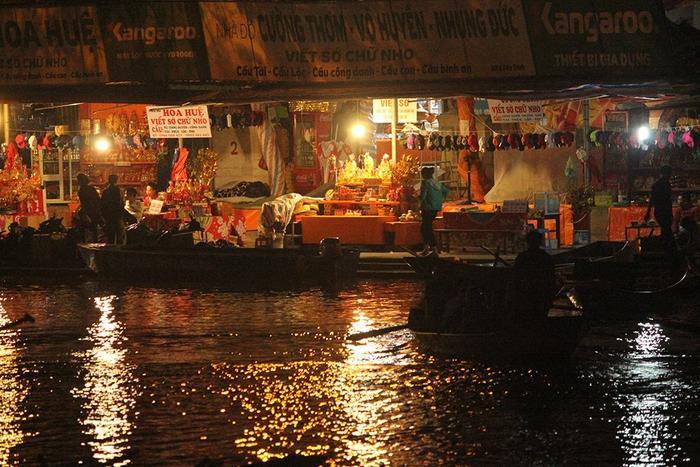 BTClễ hội Chùa Hương 2019 cho biết, quần thể Di tích và Thắng cảnh Hương Sơn, huyệnMỹ Đức, Hà Nội từ ngày 5/2 đến nay đã đã đón hàng vạn lượt du khách trong nước về lễ Phật đầu năm. Trong 2 ngày 7-8/2 (tức ngày mồng 3-4 Tết) đã đón 77 nghìn lượt khách.