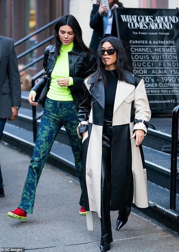 Kourtney và Kendall nổi bật trên phố ngay sau khi dự xong New York Fashion Week.