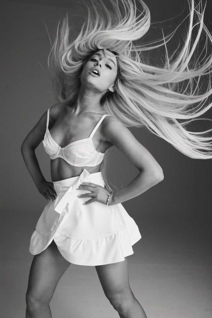 Với Ariana Grande, năm nay là một năm cô nàng hoạt động nghệ thuật chăm chỉ. Grammy chắc chắn không thể ngó lơ đâu nhỉ?