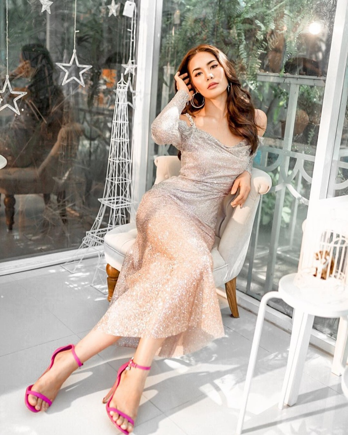 Hoa hậu Hoàn vũ Thái Lan phải nằm bất động trên ô tô tới sự kiện vì bộ đồ mẫu nghi thiên hạ ảnh 8