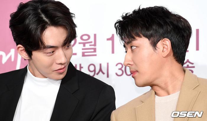 """Nam Joo Hyuk và Son Ho Jun thân thiết từ chương trình """"Ngày ba bữa""""."""