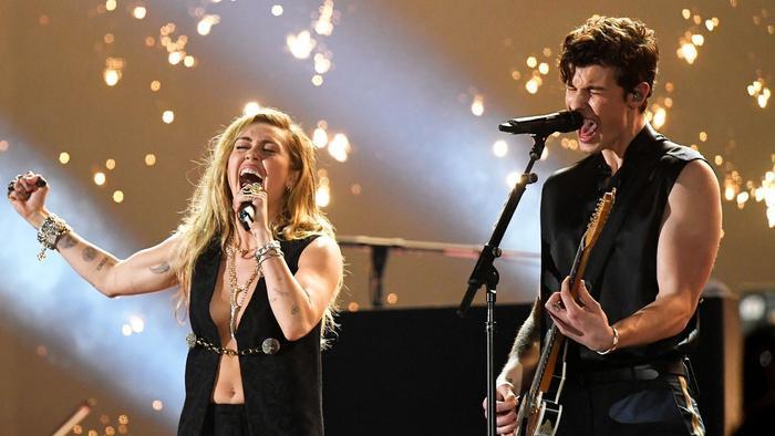 Màn song ca ấn tượng tại Grammy 2019 gọi tên Miley và Shawn.