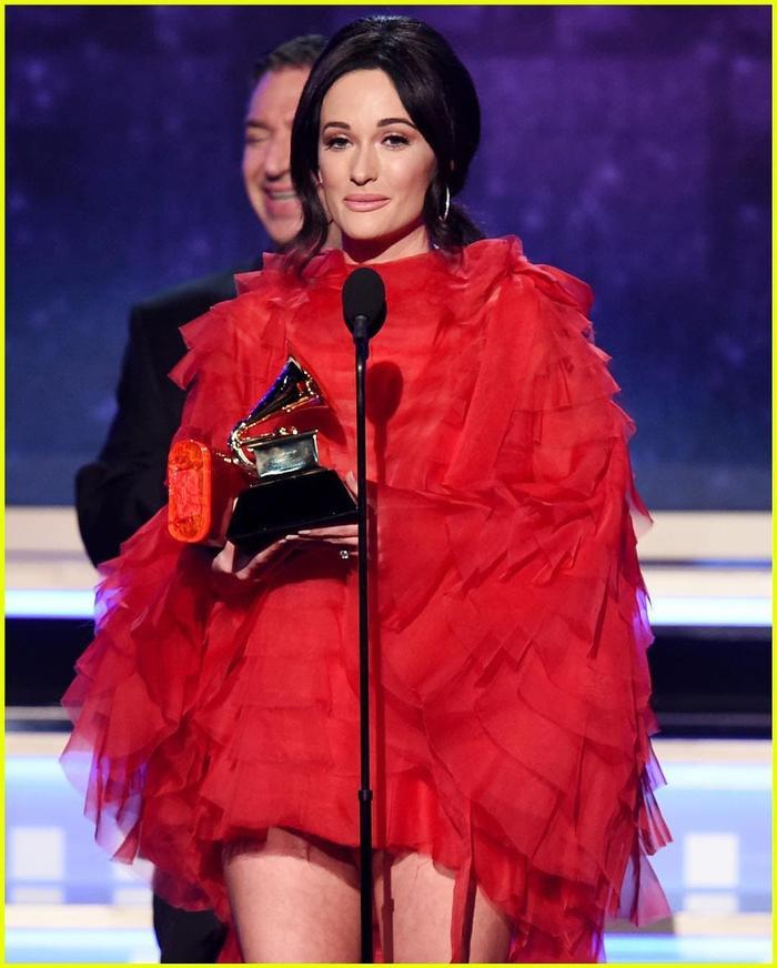 Cô chiến thắng đến 4 giải một đêm, nâng tổng số giải nhận được lên 6.