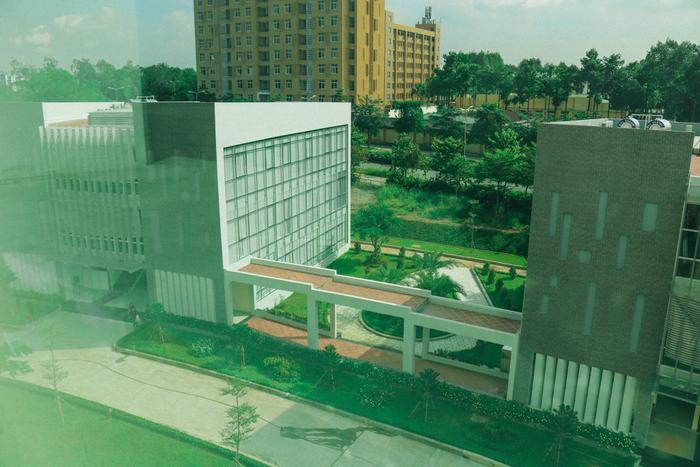 Ngất ngây với vẻ đẹp lung linh tựa trời Tây của cụm tòa nhà mới tại Trường ĐH Khoa học Xã hội & Nhân văn TP.HCM