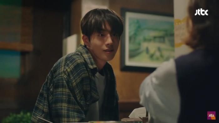 Dazzling tập 1: Han Ji Min say nắng Nam Joo Hyuk, chết cười khi Son Ho Joon bán máu để lén ăn thịt nướng ảnh 19