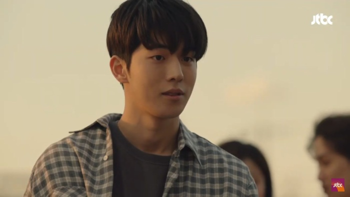 Dazzling tập 1: Han Ji Min say nắng Nam Joo Hyuk, chết cười khi Son Ho Joon bán máu để lén ăn thịt nướng ảnh 13