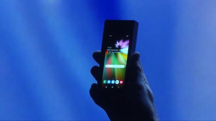 Chiếc điện thoại dẻo của Samsung xuất hiện lần đầu vào tháng 11 năm ngoái.